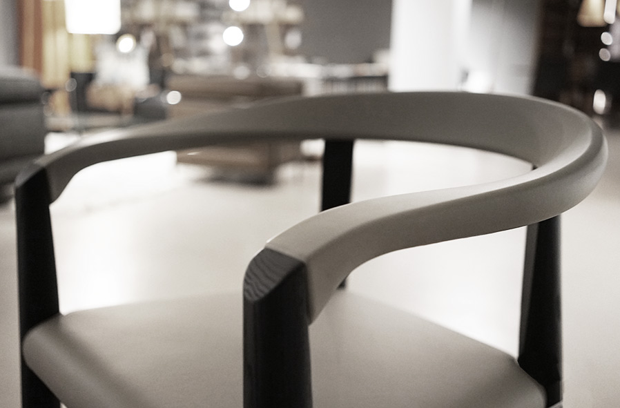 roesch Basel: Stühle Tische